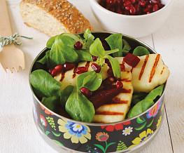 Stokbrood met salade halloumi en granaatappel