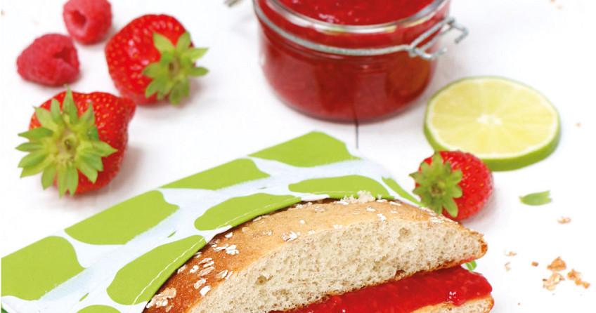 Spelt eierkoek met rood fruit spread